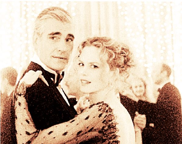 309374ab6f Ολα ξεκινούν από ένα χριστουγεννιάτικο πάρτι. Η απόσταση ανάμεσα στην Αλις  ( Νικόλ Κίντμαν ) και τον σύζυγό της Μπιλ ( Τομ Κρουζ ) φαίνεται όχι μόνο  στα ...