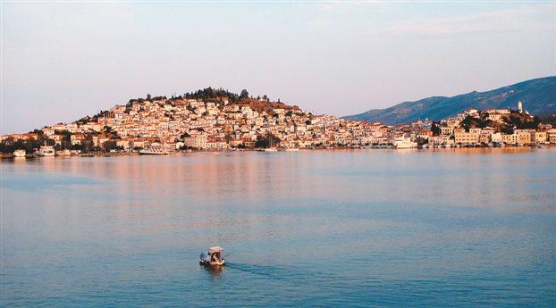Πόρος: Συνοδοιπόροι σε θαλασσινά μονοπάτια